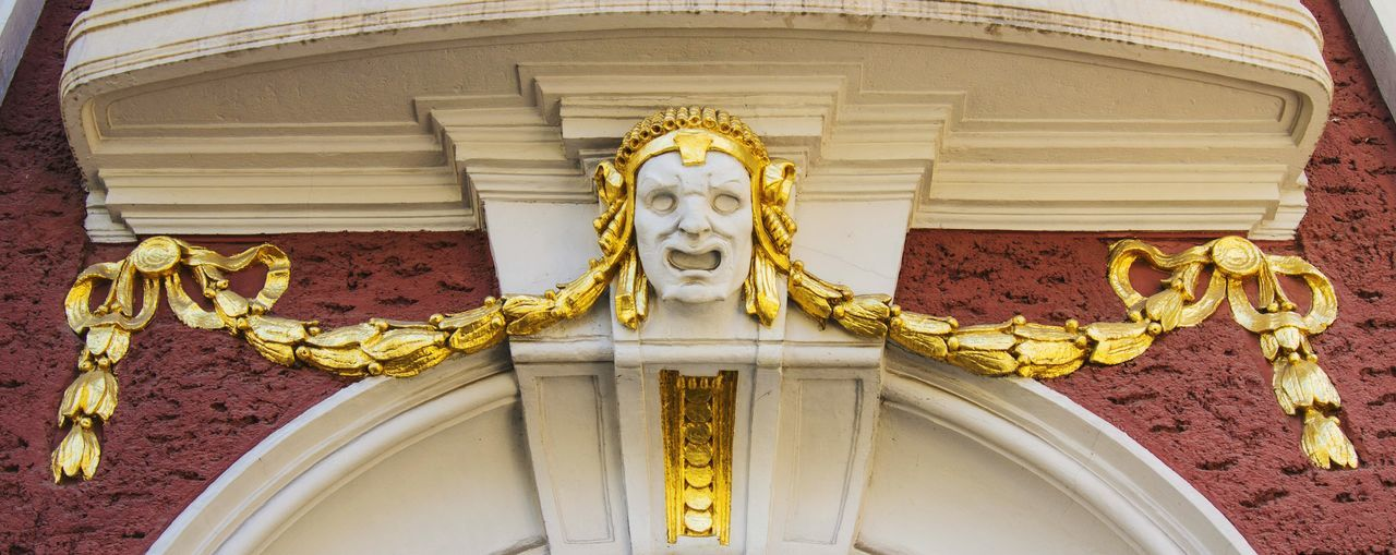 Mondays make me scream like him Man Screaming National Theatre Ivan Vazov National Theatre Old Buildings Architecture Architectural Detail Check This Out Taking Photos Sofia, Bulgaria