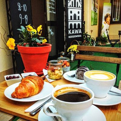 Dzieje się od Rana ;) Przypominamy, że śniadanie to najważniejszy posiłek dnia, a zdrowe i pyszne śniadania zjecie w Kawie Rzeszowskiej i to przez cały Dzien Do zobaczenia w Kawarzeszowska Sniadaniedajemoc Kawanaporawenastroju Rzeszów Rzeszów Coffee Coffeetime Barista Aeropress Mobilnakawiarnia Kawa Instamood Instagood Instalove Instacoffee Coffebreak Coffeetogo Coffeelove Happy Instamood Kawarzeszowska Kawiarnia kawaswiezopalona sniadanie pysznie zdrowo slowlife goodfood dobrejedzenie