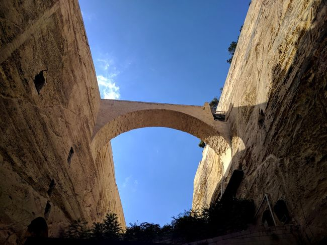 Fissure. Architecture Arch History Low Angle View Ancient Bridge Arts Culture And Entertainment Bestoftheday Outdoors EyeEm EyeEmBestPics First Eyeem Photo EyeEm Best Edits Eye4photography  Sky Sky And Clouds Summer Architecture City Streetphotography Blue Travel Nature FirstEyeEmPic First Eyem Photo
