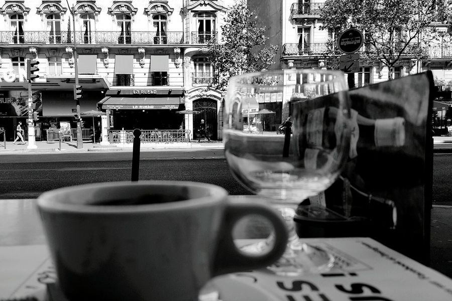 Un café dans la rue á Paris 👌 Vintage Retro Style Paris Cafe Dans La Rue Bistro C'est Beau.