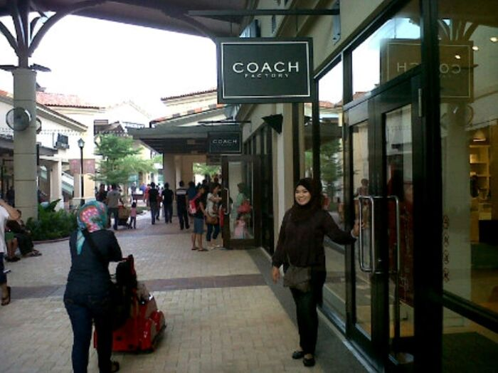 Hanging Out Shopping Johor Premium Outlet