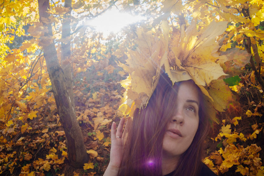 Autumn One Person Tree Headshot Plant Plant Part Leaf Portrait Leisure Activity Real People Lifestyles Front View Nature Young Adult Leaves Forest Young Women Hair Hairstyle Outdoors Beautiful Woman Change Autumn Portrait Beauty In Nature Sunrays