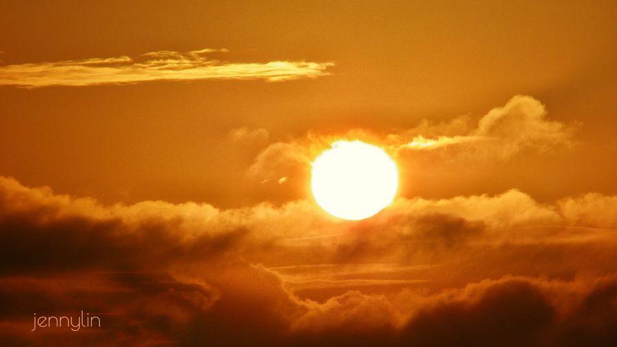 05:25 ⛅ 火焰般的太陽