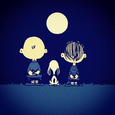 La luna está llena de miradas, que se perdieron buscando una respuesta u.u♥ Accionpoetica Nochedetras Love Friends kawai true snoopy amor