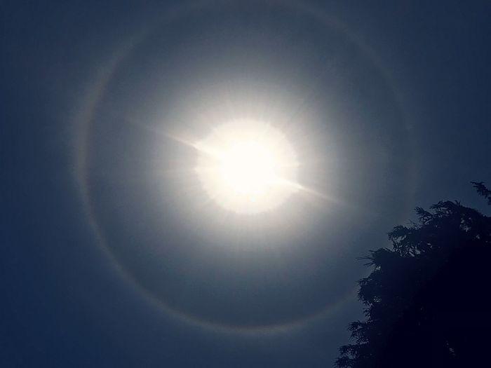 Wonderfull Moment Aureola Alrededor Del Sol Halo Solar Sun Circle Beauty In Nature Nature Scenics