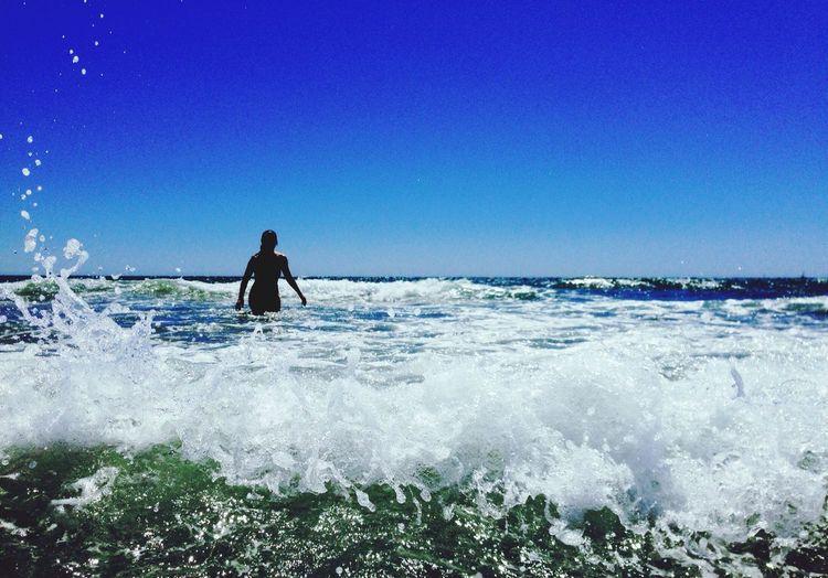 """""""A veces la vida es así, a veces llegamos demasiado tarde, o demasiado temprano a la vida de otros. Tal vez si hubieras llegado antes, o si yo no me hubiera precipitado en mis decisiones, hubiéramos escrito una buena historia juntos."""" -- Roberto Rocha -- por Fotojim  -- Life Is A Beach SPAIN Barcelona"""