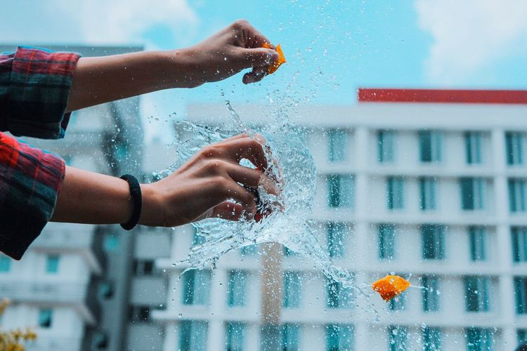 Water Wet Drop Building Exterior Rain Refreshment Built Structure Swimming Pool Freshness Outdoors Pop Balloons Pop Balloons Architecture Lifestyles Leisure Activity Focus On Foreground Motion Splashing Day Poolside Person City Life Purity