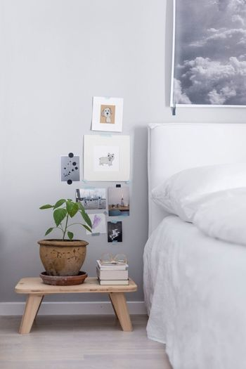 Interior Design Potted Plant Domestic Life Interior Interiordesign Interior Style Interior Photography Interior Inspiration Bedroom Home Interior Home Decoration Books Sidetable Scandinavian Design Scandinavian Style Scandinavianliving Indoors  Communication Close-up House Plant No People