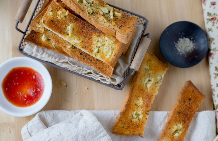 Garlic stick with ketchup : Garlic Baked Baked Pastry Item Basket Bowl Bread Bread Sticks  Close-up Day DIP Directly Above Food Freshness Garlic Bread Healthy Eating High Angle View Indoors  Napkin No People Ready-to-eat Serving Size SLICE Spread Table Toasted Bread
