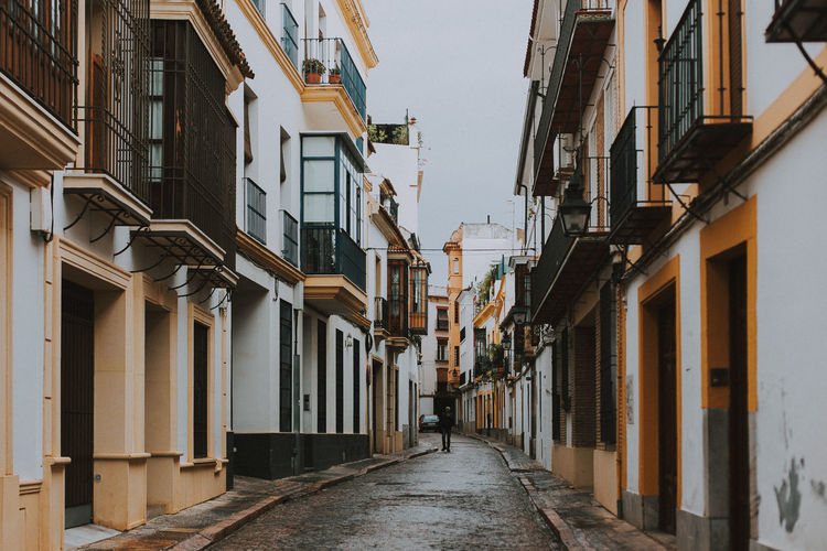 Building Exterior Architecture Built Structure Building The Way Forward Direction City House Narrow Outdoors Diminishing Perspective Row House Footpath Córdoba SPAIN Travel Destinations