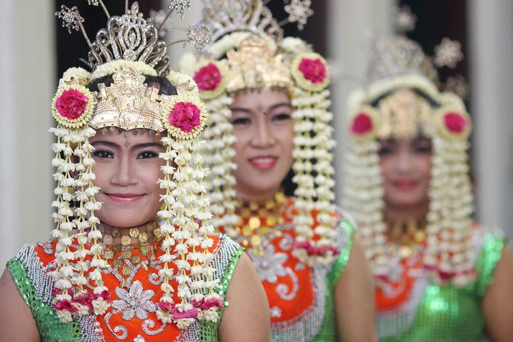 Portrait of smiling baksa kembang dancers