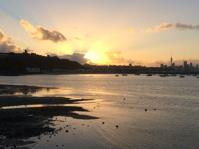 Rays of Sunshine Industry Calm Sun Shining Seascape Dramatic Sky Horizon Over Water Ocean Scenics
