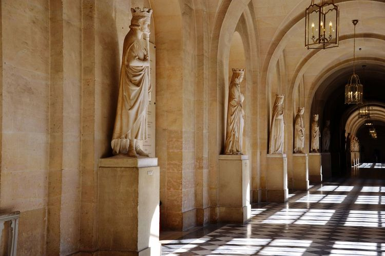 Historical Building Paris, France  Historical Place Historic Site France World Heritage Versailles Palace Castle Louis XIV Indoors  ArtWork Sculptures Beelden Geschiedenis Historical History Corridor Famous Place