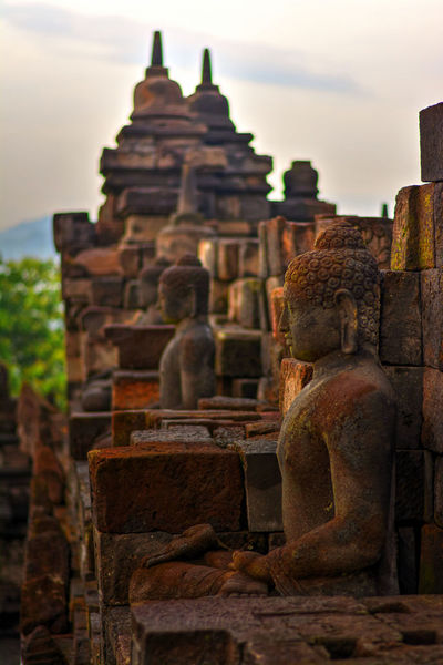 Photo from my recent trip to Borobudur temple, in Yogyakarta, Indonesia. Borobudur, is a 9th-century Mahayana Buddhist Temple. Built during the reign of the Sailendra Dynasty, abandoned following the 14th-century decline of Hindu kingdoms in Java and the Javanese conversion to Islam.A UNESCO World Heritage Site. Don't ever come here on raining season (like I did in Dec), most of the time just misty and cloudy. Would repeat the trip next year probably in April. Ancient Ancient Architecture Ancient Civilization Architecture Architecture_collection Borobudur Borobudur Temple Buddhism Buddhist Temple Defocused EyeEm Indonesia Fredpius Historical Monuments Magelang Sunrise Yogyakarta