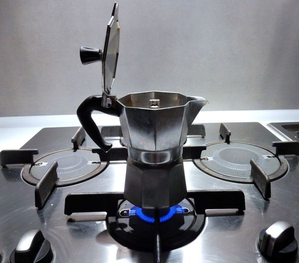 Moka Aroma Caffettiera Caffè Close-up Colazione Cremoso Food And Drink Fornello Fuoriuscire Household Equipment Indoors  Mattina Presto No People Particolare Profumo Schiuma Tazzina