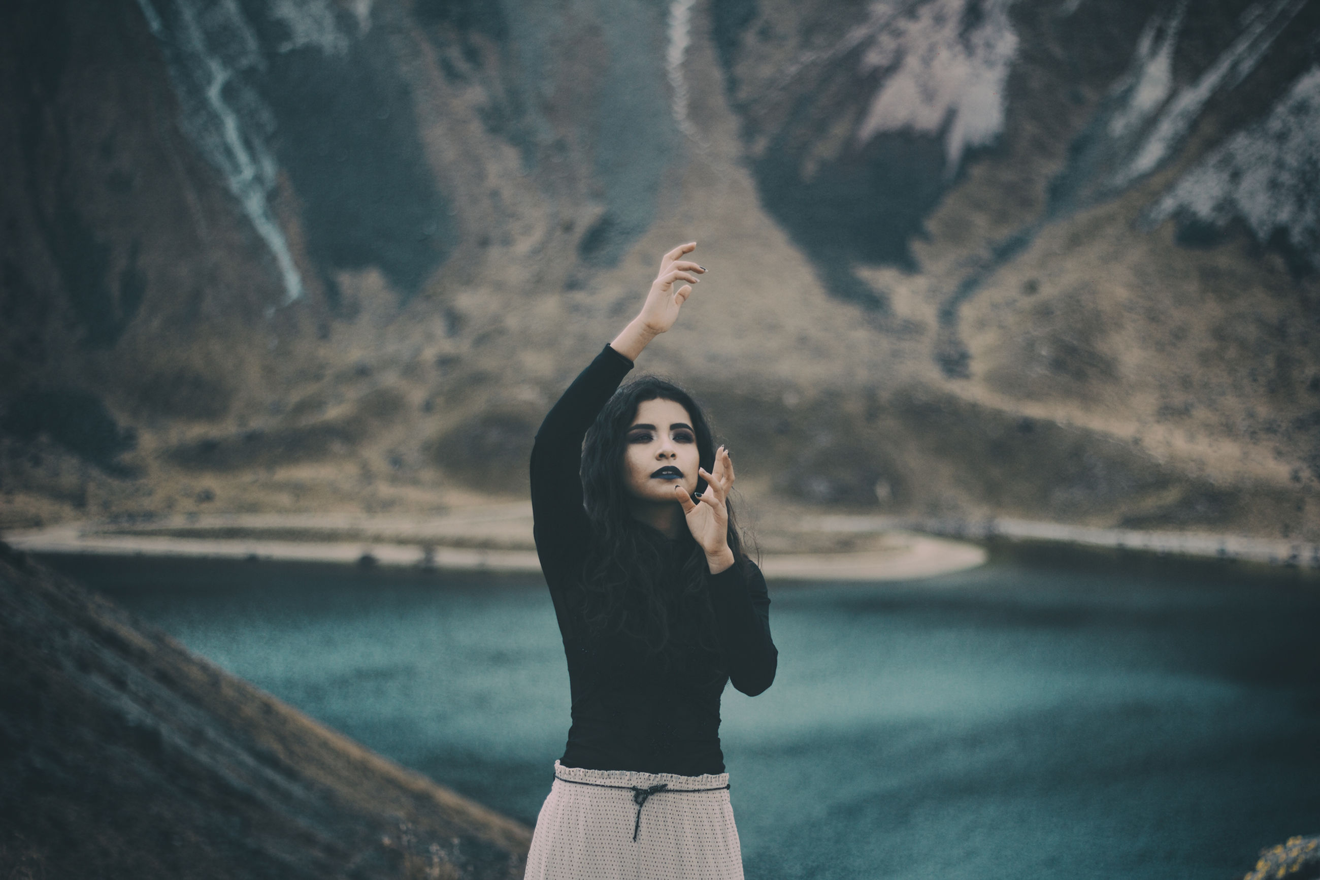 young adult, one person, women, lifestyles, sea, young women, outdoors, sky, leisure activity, nature, real people, adult, portrait, beach, people, adults only, human body part, one young woman only, day, human hand