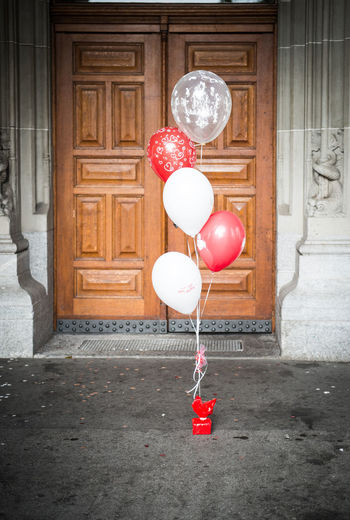 Geschenk Wedding Architecture Balloon Building Exterior Celebration Day Decoration Door Event Geschenkidee House Outdoors Red Wedding Ceremony Wedding Day Wedding Party