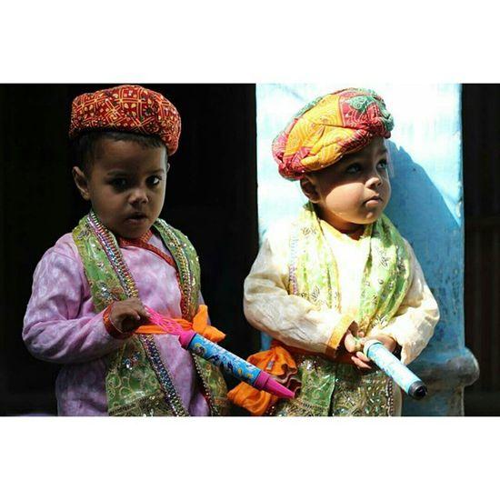 TWINS Ishanagarwalphotography Happyholi Twins Kids Reportagespotlight Light And Shadow Light Journalism