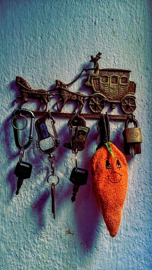 Taking Photos Check This Out Moment Lens Something Different Keys Golden Orange Orange Color Wall Wall Textures Texture Look At This Getting Inspired Getting Creative Classic Style Show Me Your Keys Old Keys