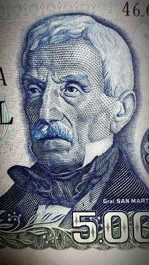 Close-up Paper Sanmartin Old Money