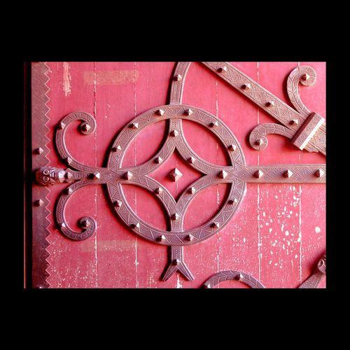 Porte d'église en Castagnicia -Corse - Textures And Surfaces Corsica Door Ferronnerie