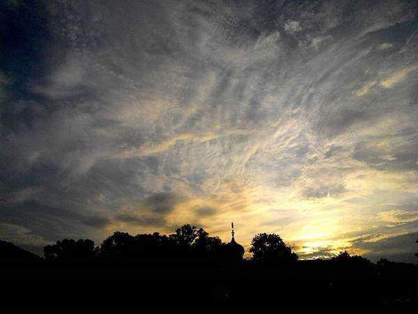 Selamatpagi Jingga Pagi Gangsahabat Balikpapan ... Lenovotography Photooftheday Pocketphotography Sunrise Balikpapanku Kaltim INDONESIA Lzybstrd