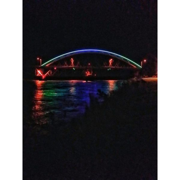 The bridge last night in Atchison......Ks_pride Ipulledoverforthis Kansasphotos Kansas Atchison Ameliaearhartmemorialbridge Nightphoto Night Nightphotography Darkness