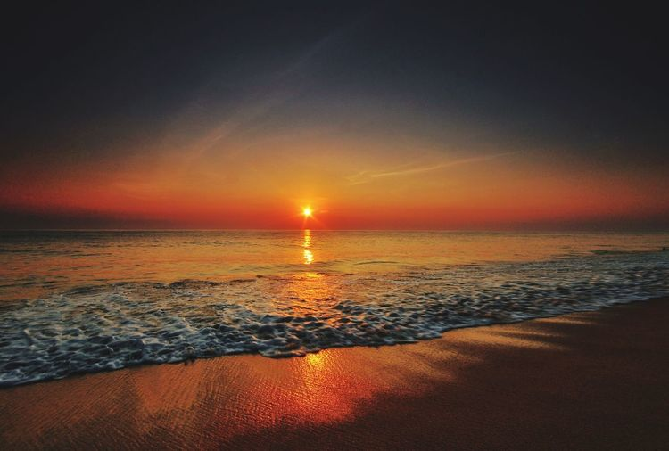 Sun over oceanic horizon Sunrise Dawn Hawaii Bali Terengganu INDONESIA South China Sea Ombak Red Horizon Water Sea Wave Sunset Beach Horizon Multi Colored Summer Sand Beauty Low Tide Tide Seascape Romantic Sky Dramatic Sky Atmospheric Mood Calm Coast Coastline Majestic Surf