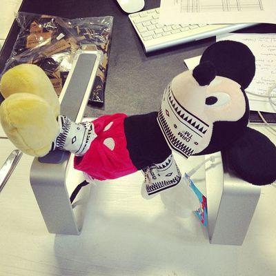 guck mal was die gemacht haben Mickey Mouse Strangled
