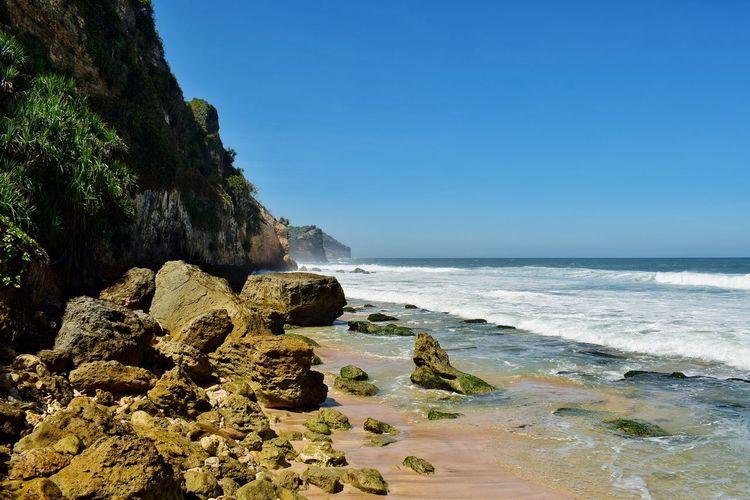 seruni beach in