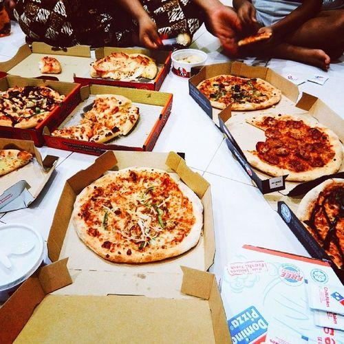 7 kotak Pizza dan 2 mini pizza untuk malam ni Vscocam Dinner