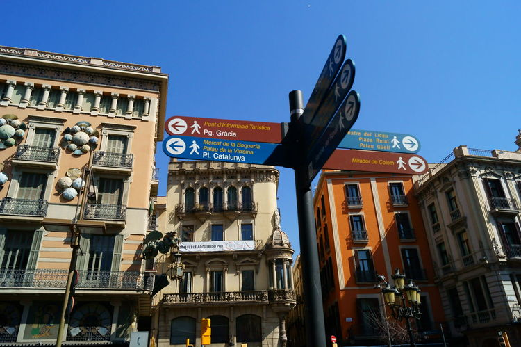 Barcellona 🇪🇸🇪🇸 Barcelona Business Finance And Industry Businessman Cartel Direction Lifestile Milepost No People Notice Notice-board Poster Road Sign Rossano Grimoldi Sandwich Board Signboard Signpost Sky SPAIN Text Way Way To Go Home