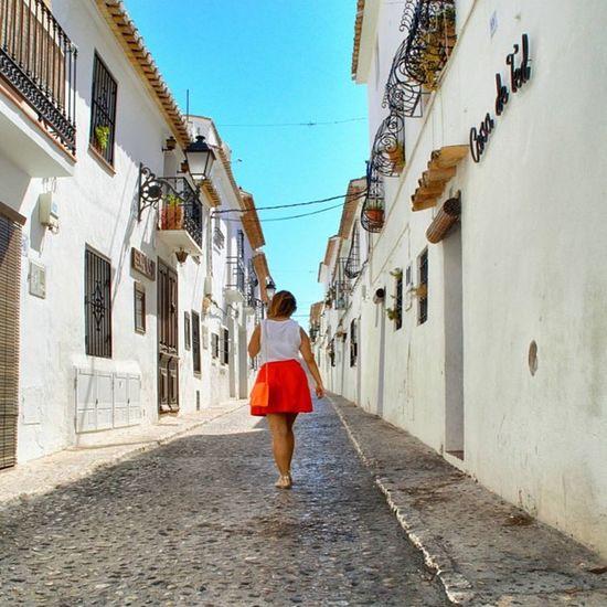 Benvenuti ad Altea casco antiguo Alicante SPAIN Valstyle in the City Fashion Look Bag Fluo  Enjoy
