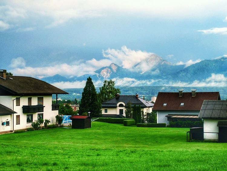 House Outdoors Tree Cloud - Sky Grass Architecture Austria Mountain Range Mountains Mountain View Quaint Village Quaint Perspective Peace And Quiet View Scenics Scenery EyeEm Nature Lover EyeEm Best Shots - Nature EyeEmNewHere Eyeemphotography Grass Nature Sky Architecture Contrast