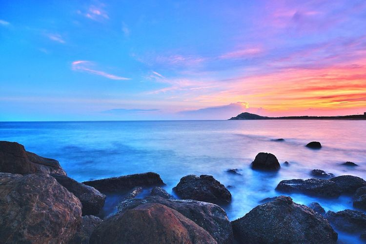 继续上图,阳江看晚霞~ Travelling Enjoying Life Beach Life Sea And Sky Check This Out Sunset Clouds And Sky Beautiful Day China