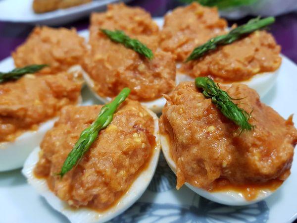 huevos rellenos Eggs... Egg Esparragos Tomato Tomate Huevos Comida Fresca Atùn Atun🐟 Fish Comida(: Sabroso Bueno Rico Food Sano Plate Meat Pork Appetizer Close-up Food And Drink Tapas
