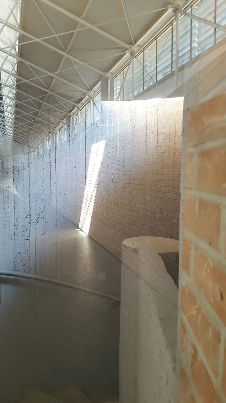 indoors, built structure, architecture, no people, sunlight, day, shadow