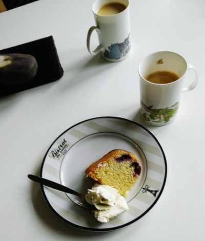 Coffee Break Lemon Drizzle Cake with Blueberries and Cremefraiche