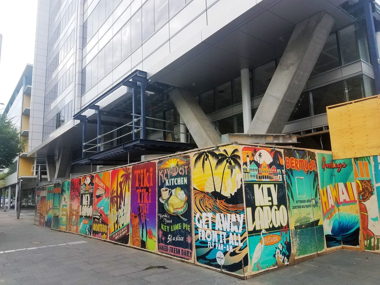 graffiti, architecture, creativity, built structure, multi colored, day, building exterior, outdoors, no people, city