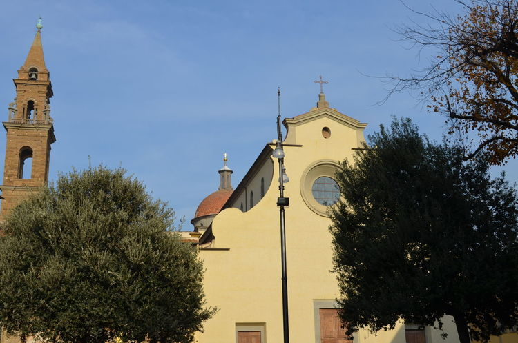 Travael Nofilter No People Florence, Italy Downtown District Italy 🇮🇹 Travel Destinations Town City Building Exterior Built Structure Architecture Sunny Day Cityscape Sunlight Piazza Santo Spirito Day Square Church Tower