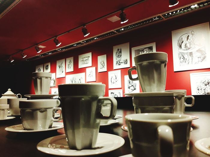 Exposição EuLeitor: Sessão Alice e outros Alice In Wonderland Arts Culture And Entertainment Cultures Frothy Drink Cafe Tea - Hot Drink Saucer Mocha Coffee Cup Froth Art