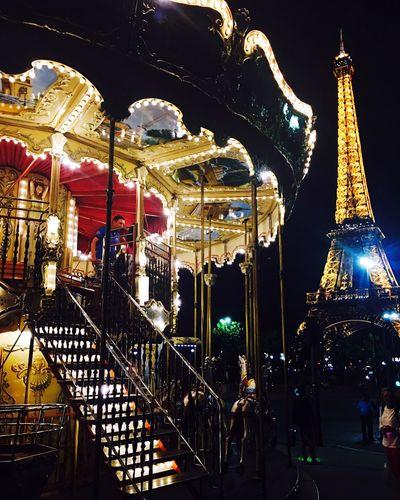 FairyTales Eiffel Tower Tour Eiffel Merrygoround Carroussel Paris France Fairytale  Streetphotography EyeEm Best Shots EyeEm Travel Street Photography International Landmark EyeEmBestPics EyeEm Gallery EyeEm Best Edits Midnight Street Architecture