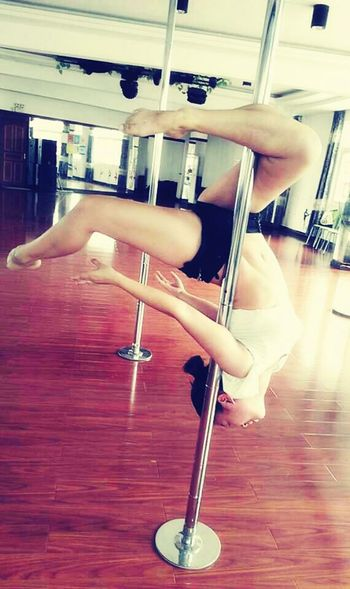 i like pole dance....it is my first time to try it.????