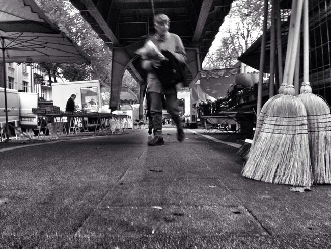 Taking Photos at the Market . Streetphotography in Black & White