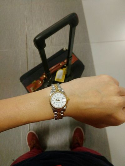 Jewelry Human Hand Luxury Close-up Precious Gem One Person Traveling Home For The Holidays Waiting For The Plane Checking The Time Waiting For The Flight Rolex Watch Luxury Watch Waiting At The Airport