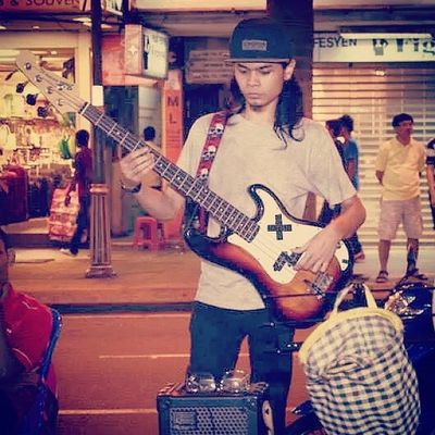 Purist plays Fender Throwback Fender Presicionbass Busking buskers
