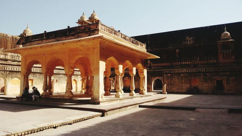 Ancient Structure Royal Soroyal Amerfortjaipur Amberfortjaipur Jaipur Rajasthan India Summertravels Travellove Traveldiaries Architecture Pillars Monument Stone Forts