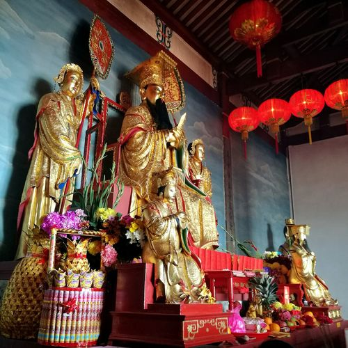 Jade emperor. God Of Heaven. Chinese Temple Statue Cultures No People Religion Indoors  Buddhist Worshipping Place Of Worship Tradition Temple Of Heaven Taoism Temple Deities Gold Colored Offeringstothegods