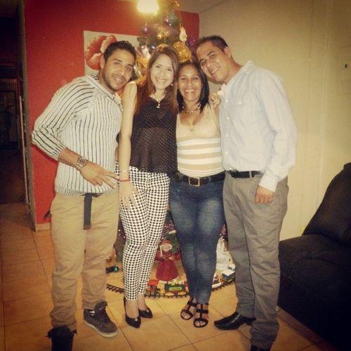 31 Família Hermosos Unidos  esperando el año nuevo ♥