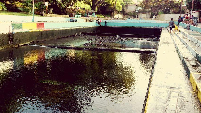 Piscina de Apanteos vacia, Santa Ana, El Salvador Swimming Pool Empty Pool El Salvador